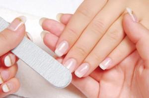 Servicii complete: tips, constructie gel, french permanent, protectie gel a unghiilor naturale, strasuri