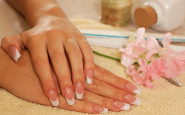 Manichiura unghii cu gel