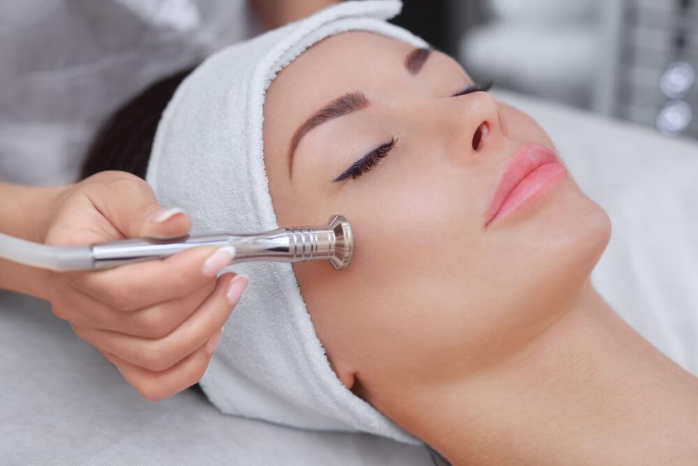 Tratamente faciale cu microdermoabraziune